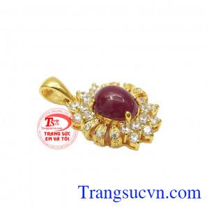 Mặt dây ruby tỏa sáng được chọn lọc từ những viên đá ruby chất lượng cao tại Lục Yên.