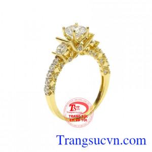 Nhẫn nữ kiêu sa lấp lánh