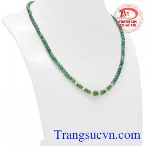 Emerald hay còn gọi là ngọc lục bảo viên đá của tháng 5 là biểu tượng của sự sinh sôi nảy nở.