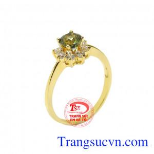 Nhẫn nữ vàng saphir đẹp