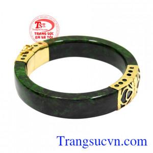 Thời xa xưa, chỉ những nhà giàu có bậc vương tôn, quan lại mới có thể đeo vòng ngọc cẩm thạch.
