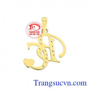 Mặt dây chữ BC được thiết kế và chế tác theo công nghệ 3D hiện đại mang tới vẻ đẹp tinh tế cho người dùng.