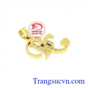 Mặt dây chữ BC chế tác từ vàng tây 10k bền đẹp, sáng bóng.