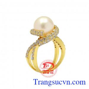 Nhẫn ngọc trai trắng nữ hoàng