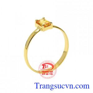 Nhẫn nữ saphir vàng duyên dáng