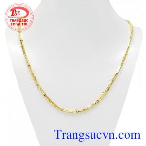 Dây chuyền vàng nam danh vọng được thiết kế thời trang và đầy nổi bật.