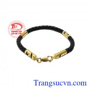 Lắc tay da bọc vàng nam tính mang phong cách mạnh mẽ và đẳng cấp.