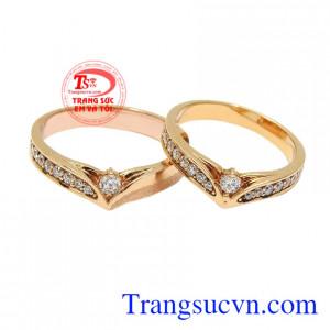 Nhẫn cưới vàng hồng bền chặt