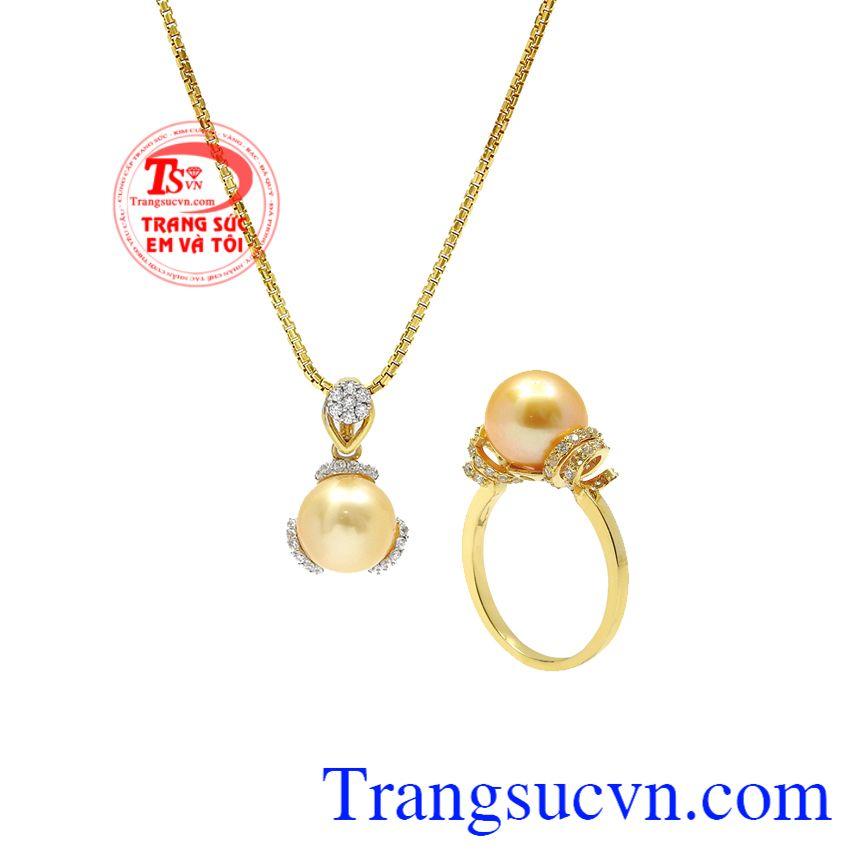 Với phái đẹp, ngọc trai là loại đá quý luôn được ưa chuộng và lựa chọn. Bộ trang sức ngọc trai vàng tinh tế
