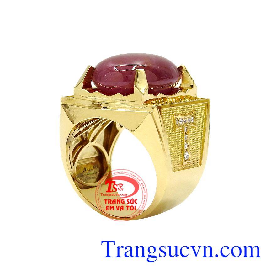 Nhẫn nam ruby sao quyền lực với thiết kế nam tính và mạnh mẽ mang tới một sản phẩm ấn tượng.