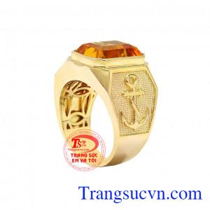 Nhẫn nam thạch anh vàng tài lộc được thiết kế và chế tác theo công nghệ 3D mang tới sản phẩm ấn tượng.