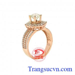Nhẫn nữ kim cương tỏa sáng