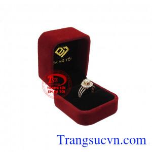 Nhẫn nữ kim cương tỏa sáng nhận đặt chế tác theo yêu cầu.