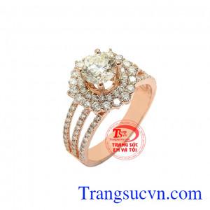 Đây cũng là loại đá hộ mệnh cho người sinh tháng 4, mang đến thành công và may mắn cho người dùng. Nhẫn nữ kim cương tỏa sáng