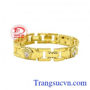 Lắc tay nam phong cách được chế tác từ vàng tây 10k sáng bóng.