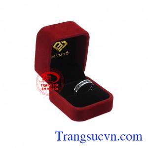 Sapphire là viên đá hộ mệnh cho người sinh tháng 9 sẽ mang tới may mắn và thành công cho chủ nhân. Nhẫn nam sapphire thời trang