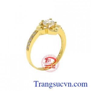 Nhẫn nữ vàng màu nổi bật