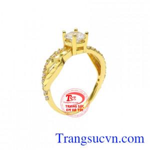 Nhẫn nữ vàng màu phong cách