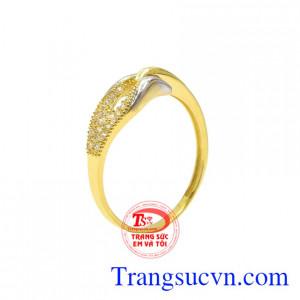 Nhẫn vàng quý cô cá tính