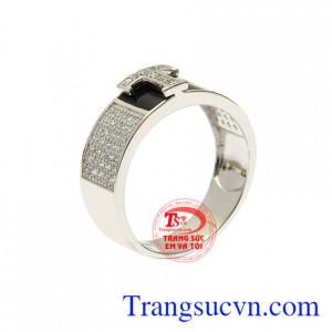 Nhẫn vàng trắng chữ T ấn tượng