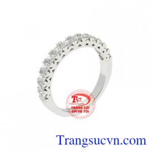 Nhẫn vàng trắng quý cô thời trang