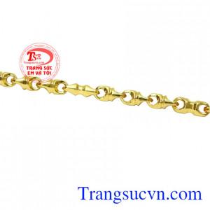 Chế tác từ vàng tây 10k đem đến sản phẩm bền đẹp, sáng bóng. Lắc tay thời trang phái mạnh