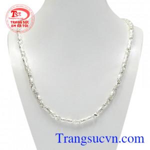 Dây chuyền bạc phong cách thời trang