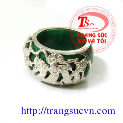 Chiếc nhẫn ngọc hình rồng